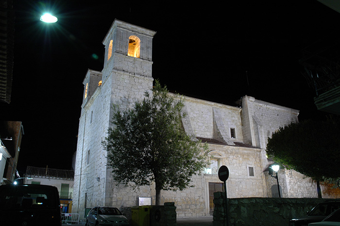 Iglesia_iluminacion_nocturna_700x465